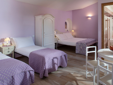 Assisi quadruple rooms in agritourism with private bathroom, hairdryer, WIFI, air conditioning, TV