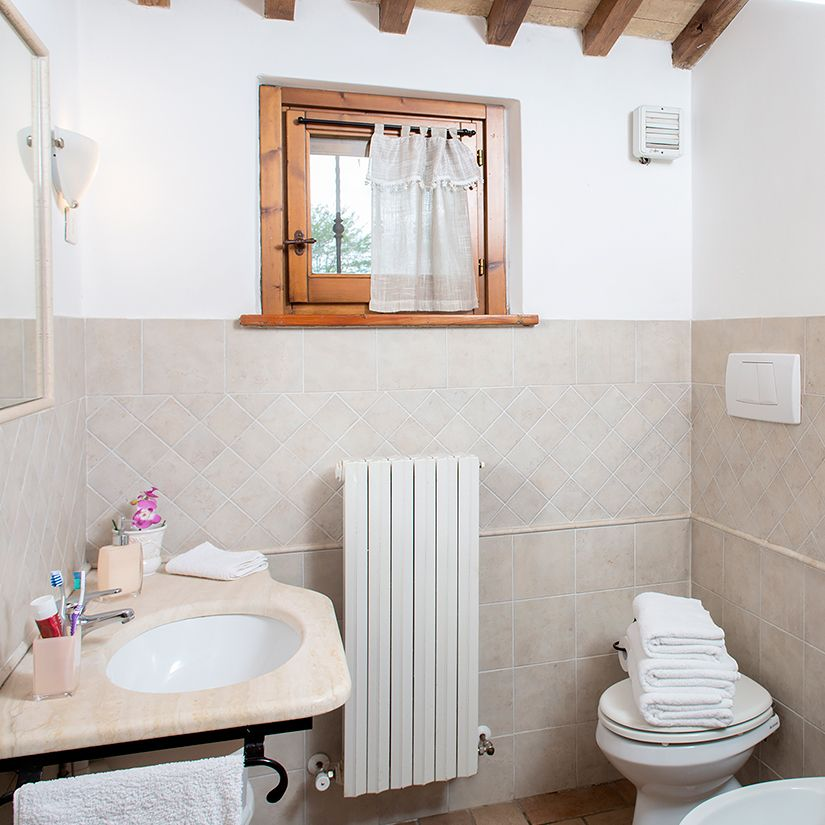 Apartments with bathroom in Farm Assisi