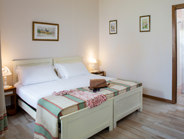 Assisi triple rooms in country house with private bathroom, hairdryer, WIFI, air conditioning, TV, garden
