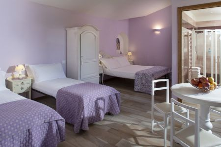 Assisi bnb room with bathroom and four poster bed in Farm Holidays