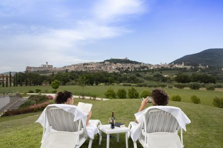 In Farmhouse holiday apartments for families with Garden Assisi