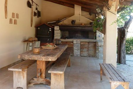 Wood oven and a large fireplace to eat at open