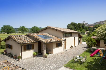 Great location close to the city and spectacular view over Assisi
