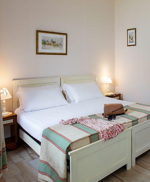 Camere Con Letto A Baldacchino.B B E Agriturismo In Assisi Antica Mattonata Le Camere